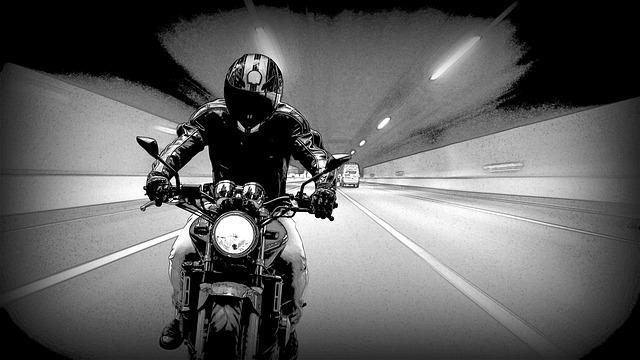 אופנוען שדד אישה מבוגרת וכתוצאה מכך היא נפגעה. האם מדובר בתאונת דרכים?