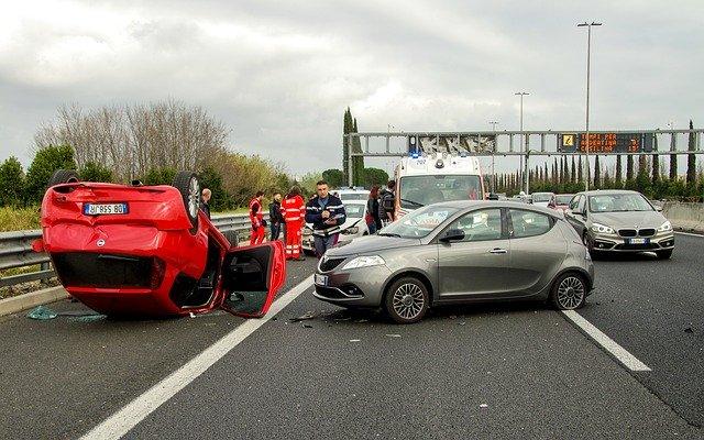 תאונת דרכים בעת טיול באירופה – איך מתמודדים עם זה מבחינה משפטית?
